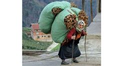 () 8 Marc Internationel women S day Blacksea Turkey Working People, Working Woman, People Around The World, Around The Worlds, Foto Transfer, World Cultures, Old Women, Beautiful People, Cool Photos