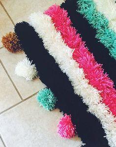 DIY Pom Pom rug #pompom #diyrug