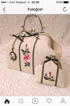 This Pin was discovered by ayl Embroidery Bags, Silk Ribbon Embroidery, Frame Purse, Mini Purse, Fabric Bags, Vintage Purses, Handmade Bags, Beautiful Bags, Bag Making