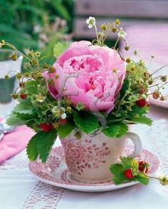 """♫ """"I love flowers filling a tea cup! X ღɱɧღ Teacup Flowers, My Flower, Pretty In Pink, Flower Power, Beautiful Flowers, Deco Floral, Floral Design, Pink Peonies, Bouquets"""