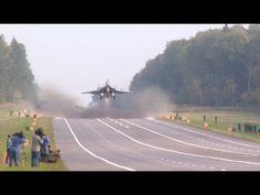 Посадка самолетов МиГ-29 и Су-25 на АУД. Взлет на боевое применение - YouTube