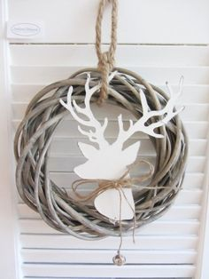 Door wreath HIRSCH-HEAD white rattan wreath metal Christmas Shabby country style Door wreath HIRSCH-HEAD white rattan wreath metal Christmas Shabby country style Always wanted to learn how to knit. A Christmas Story, Rustic Christmas, Christmas Diy, Xmas, Door Wreaths, Grapevine Wreath, Metal Plant Hangers, Filigranes Design, Design Table