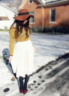 Floppy hat & layers    http://haircutandgeneralattitude.blogspot.com