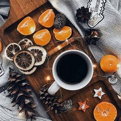 - bringing some christmas mood Christmas Mood, Noel Christmas, Christmas And New Year, Christmas Flatlay, Autumn Aesthetic, Christmas Aesthetic, Aesthetic Food, Illustration Noel, Coffee Photography