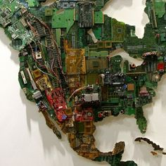 Artist Susan Stockwell completed this gigantic world map made from recycled computer components Alter Computer, Computer Art, Computer Science, Computer Parts And Components, Waste Art, Colossal Art, Found Object Art, Assemblage Art, Geek Art