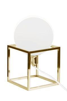 """Ellos Home Bordlampe Cube Bordlampe """"Cube"""" med stamme av kraftig firkantet jern i  metall. Opalglass i cupen og hvit tekstilledning. Høyde 24 cm. Bredde 13 cm. Dybde 13 cm. Pæreholder E14. Maks 40w. Lyskilde inngår ikke. Design: Patrick Entre. <br><br>"""