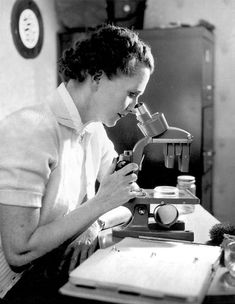 Rachel Louise Carson was an American marine biologist and conservationist whose book Silent Spring and other writings are credited with advancing the global environmental movement. Jane Goodall, Gloria Steinem, Marie Curie, Woodstock, Beatles, Rachel Carson, Great Women, Amazing Women, Environmental Science
