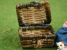 Picnic Hamper Two Tones (GA194) - Accessories. Over 10,000 similar dolls house miniature products available from www.thedollshousestore.co.uk