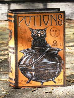 MEDIUM Vintage Paper Mache Halloween Witch's Book of POTIONS Box Hand Painted (OWL)