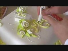 CAKE DECORATING ROYAL WEDDING CAKES: PIPING ROYAL ICING TECHNIQUES WITH DAVID MACCARFRAE 2012