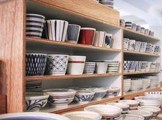 砥部焼 Edo Kiriko, Japanese Pottery, Ceramic Pottery, Cool Designs, Dish, Shelves, Ceramics, Knitting, Tableware