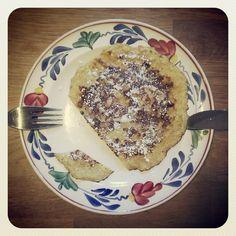 Snel en lekker ontbijt: mix 3 eieren, een beetje kaneel en een geprakte banaan. Bak er kleine pannenkoekjes van! #recept Easy breakfast #recipe: mix 3 eggs, a little cinamon and 1 banana, bake as pancakes!