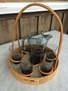 6 sotfargede Truls glass og mugge fra Hadeland glassverk, ca. 1960. Design Willy Johansson. Stativet følger med.