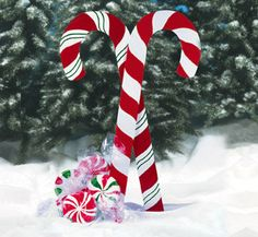 Giant Yard Candies Woodcraft Pattern: Our full-size pattern includes complete instructions on how-to-make four giant Christmas Peppermints and two giant Candy Canes. The mints are approx in diameter and the candy canes are approx tall. Outside Christmas Decorations, Christmas Yard Art, Christmas Wood, Christmas Projects, Christmas Lights, Vintage Christmas, Christmas Holidays, Christmas Ideas, Outdoor Candy Cane Decorations