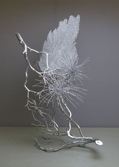 Dried tumbleweed and coral sprayed silver Contemporary Flower Arrangements, Creative Flower Arrangements, Ikebana Flower Arrangement, Ikebana Arrangements, Deco Floral, Arte Floral, Floral Design, Flower Show, Flower Art