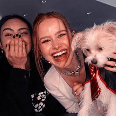 Cheryl Blossom Riverdale, Riverdale Cheryl, Riverdale Cast, Camila Mendes Style, Veronica, Stranger Things, Foto Best Friend, Riverdale Poster, Trajes Kylie Jenner