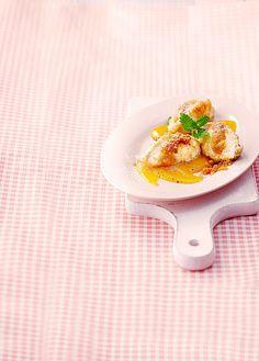 Warme Vanille - Quarknocken auf fruchtiger Mangosauce