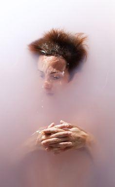 Ramona Zordini - Changing Time - Fotografie di corpi nudi nell'acqua
