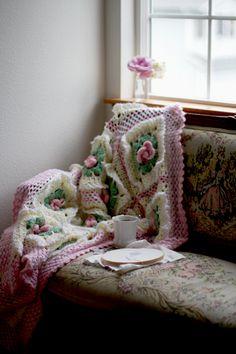 Pretty crochet blanket @ Inspired by Annetta