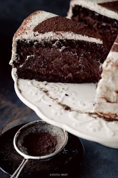 chocolate fudge cake ♥Just the photo tho Chocolates, Chocolate Mousse Cake, Chocolate Desserts, Decadent Chocolate, Health Desserts, Just Desserts, Food Cakes, Cupcake Cakes, Cupcakes