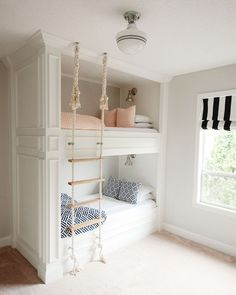 Bunk room with rope ladder. Bunk room with DIY rope ladder. The post 36 Ways To Configure A Shared Bedroom appeared first on Children's Room. Bunk Bed Plans, Kids Bunk Beds, Loft Beds, Bunk Beds For Girls Room, Build In Bunk Beds, Cool Kids Beds, Beds For Kids Girls, Twin Girls, Baby Girls
