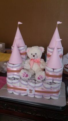 Castillo de pañales con oso para niñas