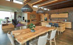 Loft jellegű enteriőr rusztikus konyhával - nappali ötletek