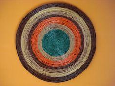 Como Fazer Mandala de Papel (2) Paper Beads, Paper Jewelry, Newspaper Crafts, Wall Art Designs, Pottery Art, Quilling, Decorative Plates, Recycling, Google