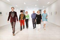 Groepsfoto van de Davidsfonds ambassadeurs van 2013-2014. Van links naar rechts: Gerry Croon, Rudi Leys, Els Van Geel, Jos Eeckhout, Hilde Boulanger en Tine Devos. Fotograaf: Lies Engelen. Styliste: Linda van Waesberge. Locatie: Museum M Leuven.