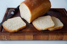 Pâine simplă de casă - cea mai ușoară rețetă, gramaj exact, mod de preparare cu imagini. Cea mai simplă rețetă de pâine, perfectă și pentru începători. Charlotte Russe, Avocado, Sandwiches, Bakery, Bread, Cooking, Recipes, Roll Up Sandwiches, Baking Center