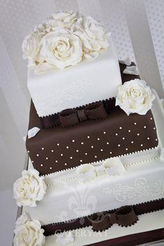 """000 Ideen zu """"Hochzeitstorten auf Pinterest  Weiße Hochzeitstorten ..."""