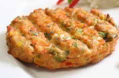 Μπιφτέκια λαχανικών χωρίς λάδι!εξαιρετική πρόταση για τη νηστεία!  Υλικά για 3 μερίδες: 1 φλιτζάνι βρασμένα φασόλια λευκά ή κόκκινα 1 καρότο ½ κρεμμύδι, κομμένο σε κύβους 3 μικρές πατάτες 4 φρέσκα κρεμμυδάκια, ψιλοκομμένα 1 φλιτζάνι καλαμπόκι 7 κουταλιές σούπας τριμμένη φρυγανιά ½ σκελίδα σκόρδο λιωμένο λίγο μαϊντανό ψιλοκομμένο αλάτι και πιπέρι ρίγανη Εκτέλεση Μουλιάζουμε …
