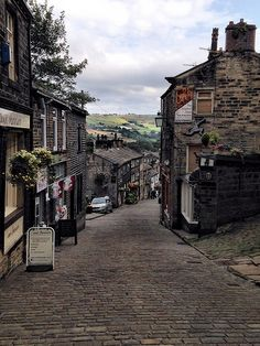 Haworth High Street | Yorkshire http://jacybrean.blogspot.co.uk/2014/03/back-in-time-with-bronte-family.html