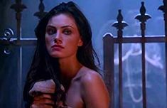Phoebe Tonkin in The Originals Hayley The Originals, Vampire Diaries The Originals, Originals Cast, Kissing Couples Passionate, Phoebe Tonkin Gif, Pretty People, Beautiful People, Hayley And Elijah, H2o Mermaids