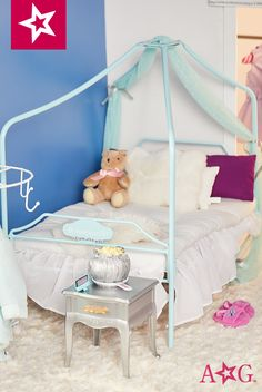 One final touch of drama in this comfy room! American Girl House, American Girl Doll Room, American Girl Parties, American Girl Dress, American Girl Crafts, American Girls, Ag Doll House, Doll House Plans, Lilly Doll