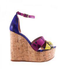 Según varias revistas de #moda de referencia y algunos de los principales cazadores de tendencias, el #MUST del #verano en #calzado son los #zapatos con suela hecha con derivados de madera. Si quieres ser #tendencia en las noches estivales, entra a ver nuestras #cuñas con suela de #corcho http://www.manesuo.es/15-cunas #manesuo #diseñatuspisadas #provocamiradas #fabricadoenEspaña #madeinSpain #fashion #summer #shoes #shopping