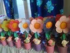 flores e passarinho em tecido