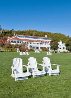 An expansive front lawn with unobstructed views of Lake Huron greets visitors and guests to legendary Mackinac Island. Hills Resort, Lake Resort, Midwest Vacations, Midwest Weekend Getaways, Family Getaways, Lutsen Resort, Kelleys Island, Lakeside Lodge, Detroit Lakes