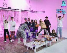 Anime Lock Screen, Kpop Couples, Blackpink Video, Black Pink Kpop, Blackpink And Bts, Blackpink Photos, V Taehyung, Blackpink Lisa, Kim Jennie
