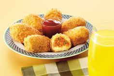 Mayo Chicken Croquettes - Rida Aftab Melt in mouth! Mayo Chicken Croquettes are heavenly tasted. Mayo veggie mixture inside the croquettes make them flavorsome. Mayo Chicken Croquettes go great in tea time. Healthy Chicken Recipes, Meat Recipes, Snack Recipes, Cooking Recipes, Snacks, Chicken Croquettes, Potato Croquettes, Del Monte Recipes, Mayo Chicken