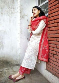 Salwar Designs, Kurta Designs Women, Blouse Designs, Dress Indian Style, Indian Dresses, Indian Outfits, Indian Attire, Indian Ethnic Wear, Kurta Neck Design