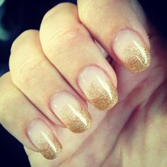 Gold sparkle Super cute! This is a good prom nail :D