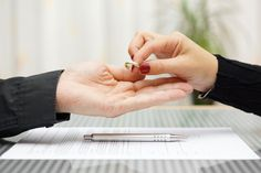 Roughly 20 percent of couples divorce after the first five years of marriage. So what are the top reasons for divorce? Le Divorce, Divorce Papers, Divorce Attorney, After Divorce, Law Attorney, Bad Breakup, Divorce Process, Broken Marriage, Wedding Bells