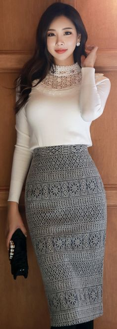 StyleOnme High-Waisted Lace Pencil Skirt.