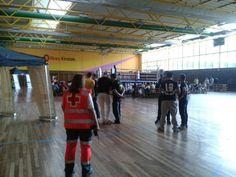 Voluntarias/os de Cruz Roja Valle del Nervión (Basauri) cubriendo Velada de Boxeo en el Polideportivo de Txurdinaga