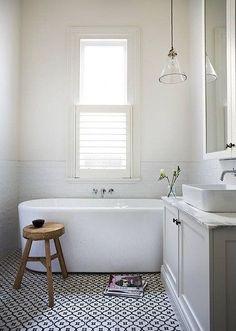 Loving this sleek bathroom!