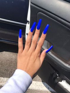 Blue coffin nails designs are so perfect for 2019 spring and summer! Hope they can inspire you and read the article to get the gallery. Aycrlic Nails, Neon Nails, Hair And Nails, Toenails, Blue Coffin Nails, Blue Acrylic Nails, Royal Blue Nails, Bright Blue Nails, Blue And White Nails
