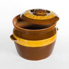 LARGE GLAZED CLAY POT - To sum it up the Claypot is easy to use, lasts long, and simply indispensable. We think that it's pointless to praise this excellent vessel since it praises itself and the right choice of the customer who buys it. Large Pots, Terracotta Pots, Clay Pots, Cookware, Easy, Food, Diy Kitchen Appliances, Kitchen Gadgets, Essen