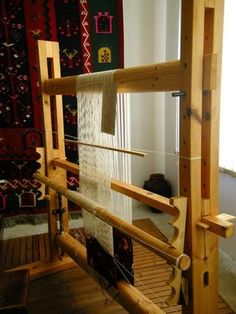 vertical loom set up. Weaving Loom Diy, Rug Loom, Weaving Tools, Inkle Loom, Weaving Projects, Loom Machine, Weavers Art, Tapestry Loom, Weaving Textiles