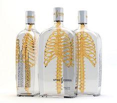 Um trabalho muito bacana do artista alemão Johannes Schulz para a vodka Spine (espinha). Ele aproveitou a embalagem transparente e incluiu uma coluna vertebral dourada no interior